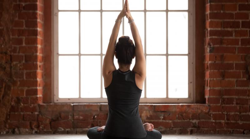Сите предности на вежбање јога пред спиење